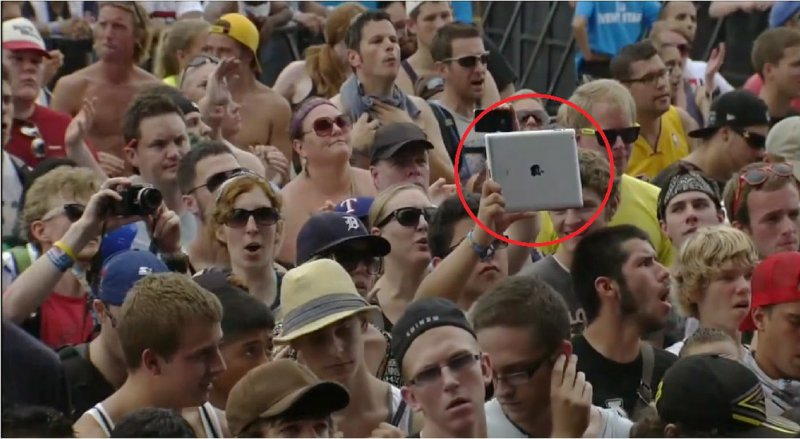 Tablet-15 Hilarious Concert Fails And Bloopers That Will Make You Lol