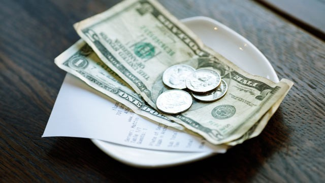 Forgetting to Leave Tips to Waiters/Waitresses in United States-15 Common Mistakes That Travelers Do Abroad