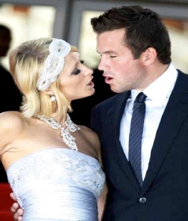 Paris Hilton-Most Awkward Celebrity Kisses