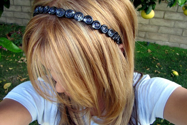 Buttons-Amazing Headbands You Can Make Yourself