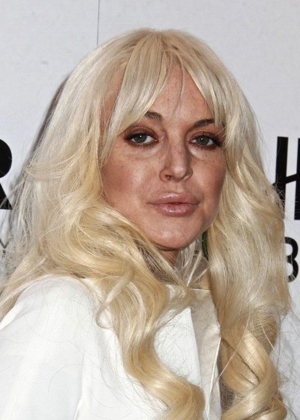Lindsay Lohan-15 Worst Celebrity Makeup Disasters Ever