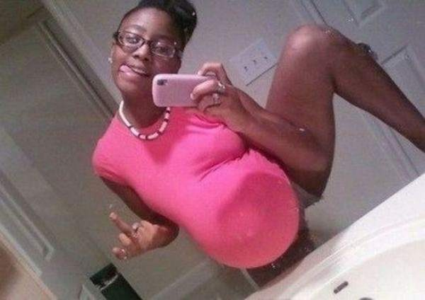 Bad selfie-15 Most Disturbing And Stupid Pregnancy Photos Ever