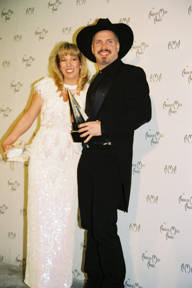 Garth Brooks And Sandy Mahl-12 Most Expensive Celebrity Divorces Ever