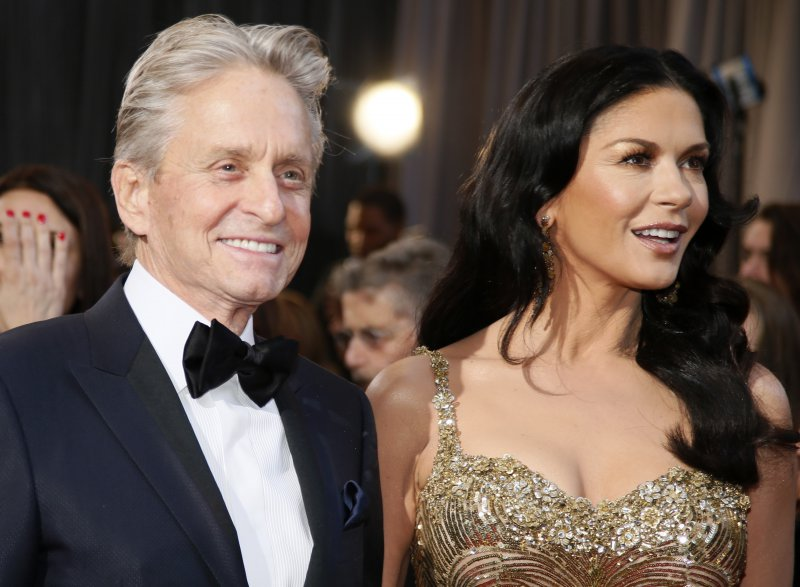 Michael Douglas & Catherine Zeta-Jones-15 Celebrity Couples With Unbelievably Big Age Gaps