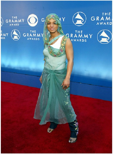 Alicia Keys in Curtain Couture-Embarrassing Red Carpet Flops