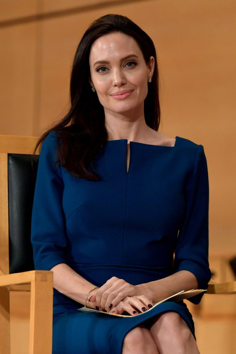 Angelina Jolie-12 Sexiest Moms In Hollywood