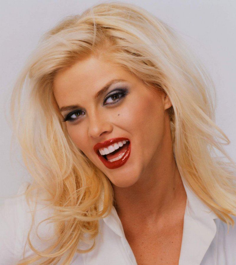 Anna Nicole-12 Famous Blondes In Hollywood