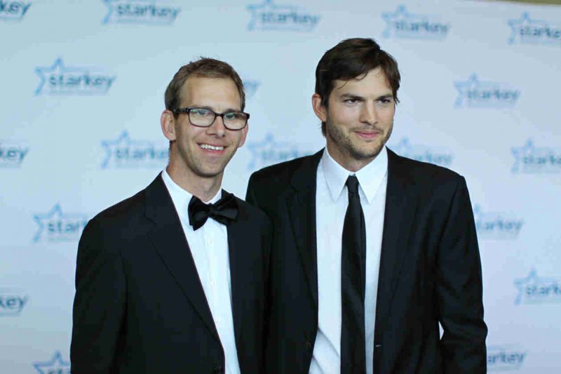 Ashton Kutcher-12 Celebrities You Didn't Know Had A Twin Sibling