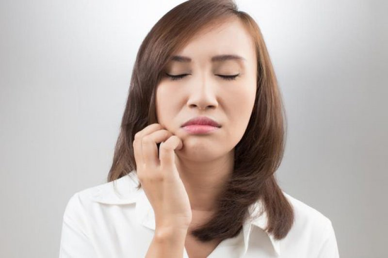 Avoid Touching Your Face-Top 15 Tips For Getting Rid Of Pimples Forever