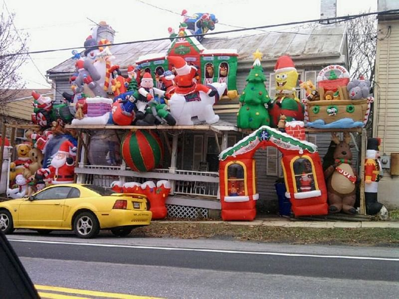 Balloon Christmas House-12 Worst Christmas Decorations Ever