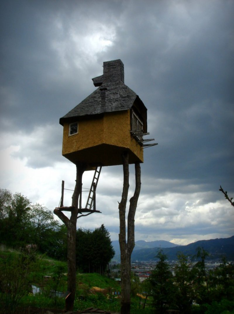 Brick House-15 Amazing Tree Houses Ever
