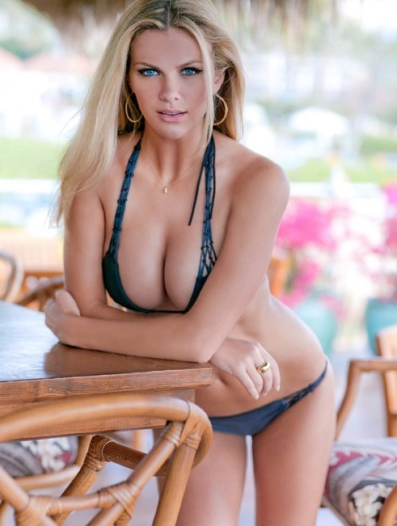 Brooklyn Decker-12 Big Breasts Celebrities In Hollywood