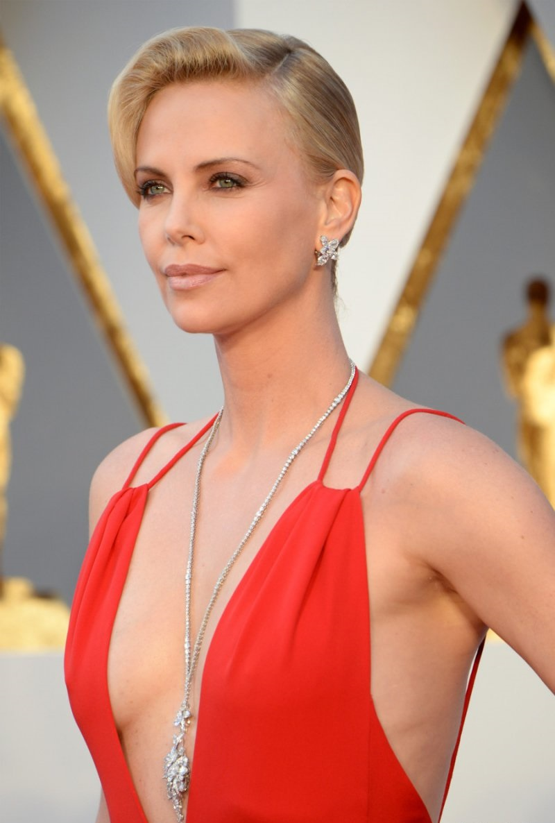 Charlize Theron-12 Famous Celebrities Suffering From OCD