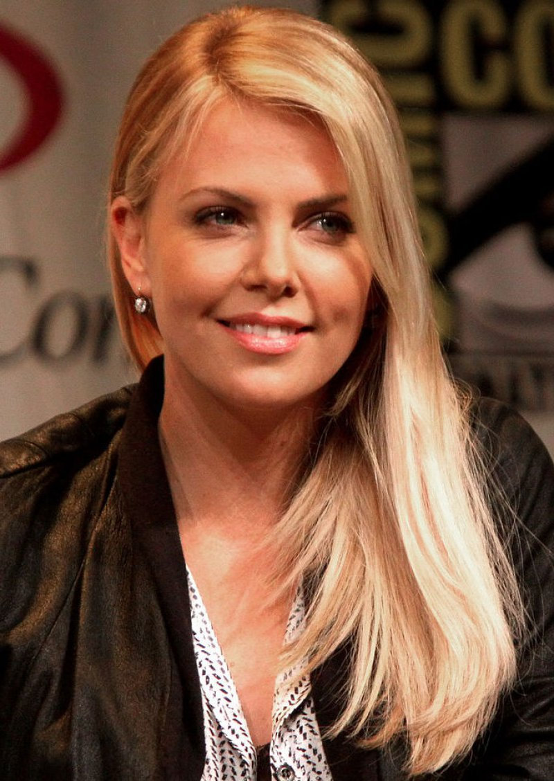 Charlize Theron-12 Famous Blondes In Hollywood
