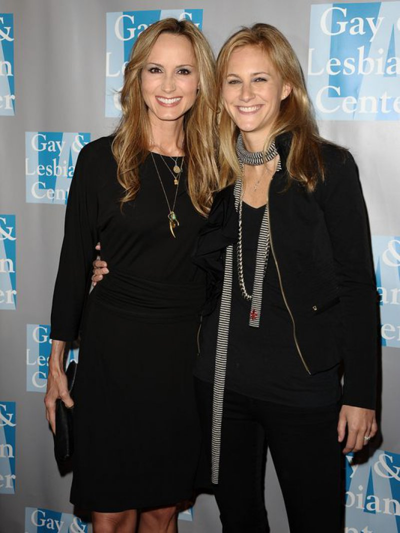 Chely Wright-12 Gay Celebrities Who Married Same Sex Partners