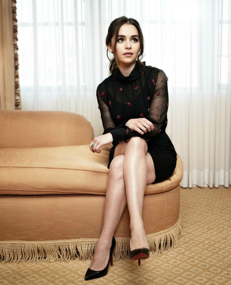 Emilia Clarke Feet And Legs-23 Sexiest Celebrity Legs And Feet-2855