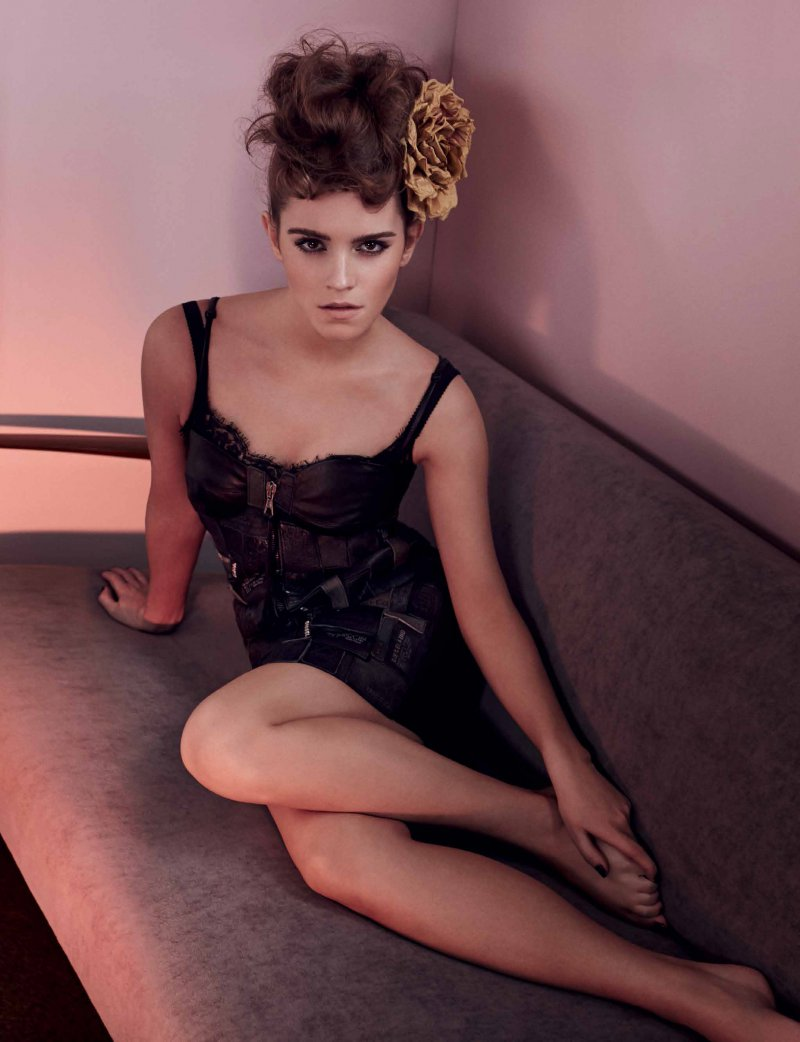 Emma Watson's Legs and Feet-23 Sexiest Celebrity Legs And Feet