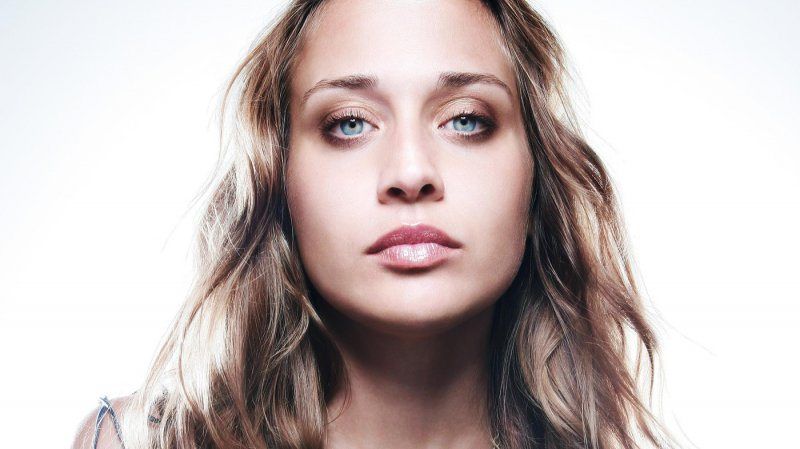 Fiona Apple-12 Famous Celebrities Suffering From OCD