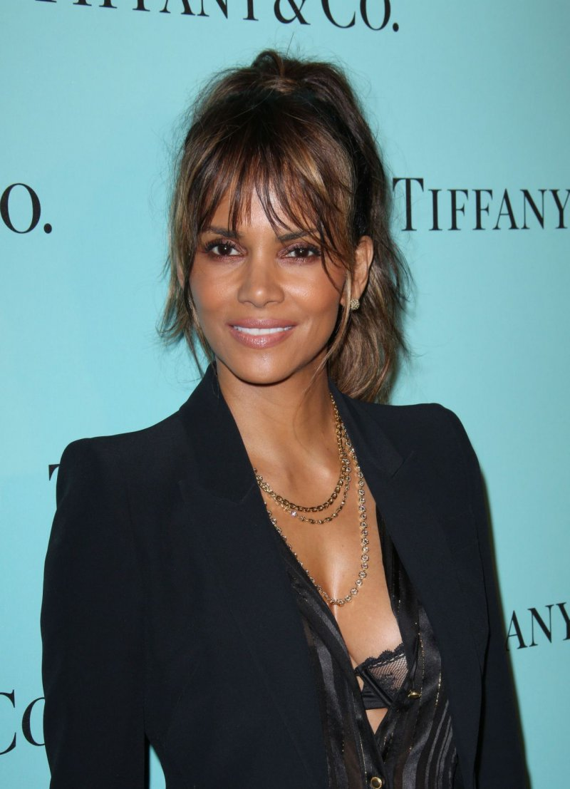 Halle Berry-12 Sexiest Moms In Hollywood
