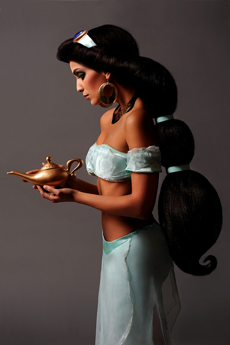 Hot Jasmine costume-15 Best Disney Cosplays You'll Ever See