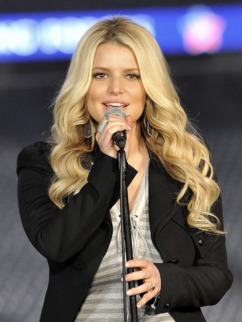 Jessica Simpson-12 Hottest Actresses You Will Never See Naked In Movies