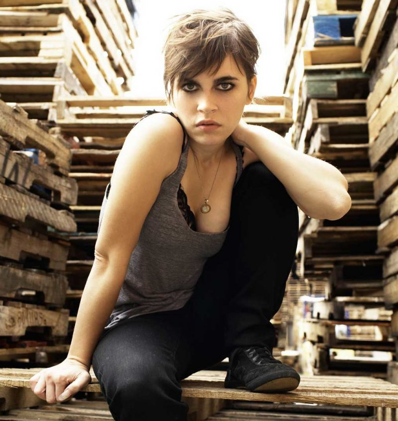 Kaki King-12 Hottest Lesbians From Around The World
