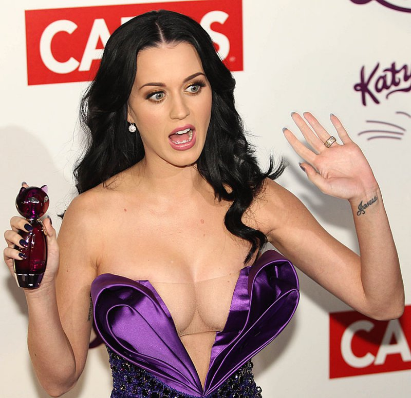 Katy Perry-12 Celebrities Who Wore Very Revealing Clothes