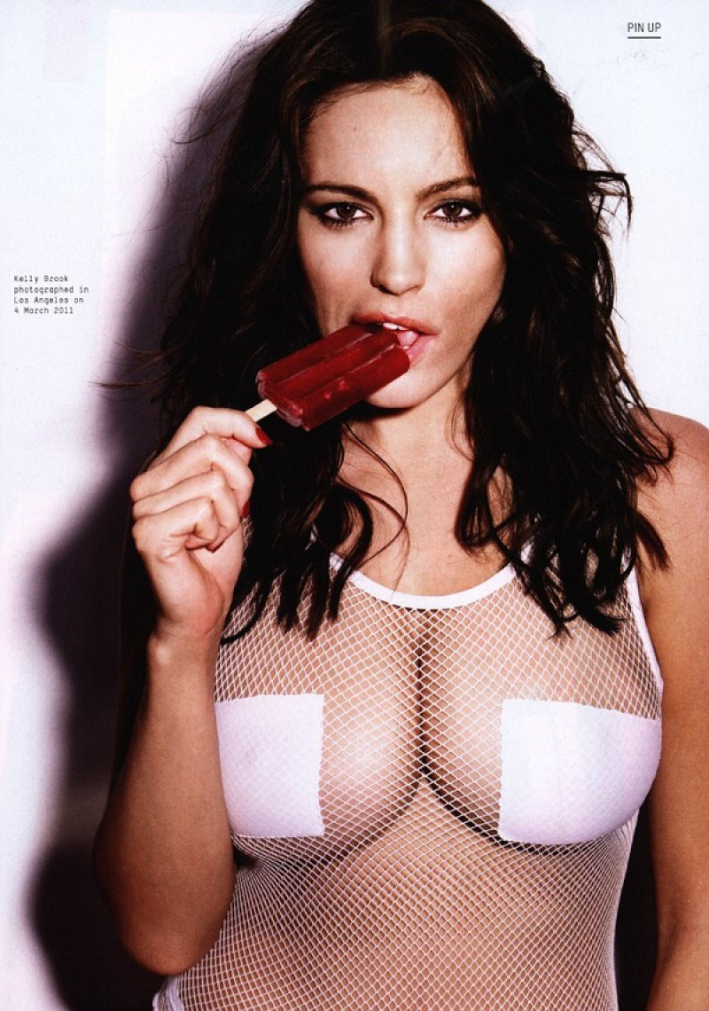 Kelly Brook-12 Hot Pictures Of Female Celebrities Sucking On A Popsicle