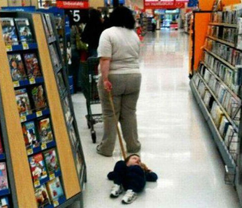 Kid On A Leash-15 Hilarious Walmart Pictures That Will Make You Say WTF!!