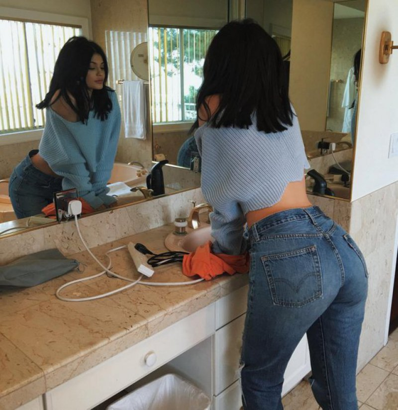 Kylie Jenner-12 Big Booty Celebrities In Hollywood