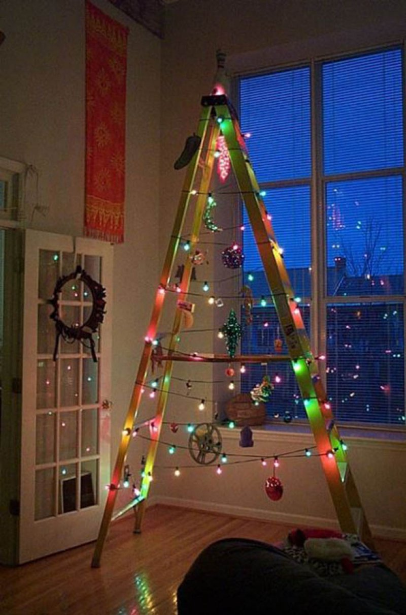 ladder christmas tree 12 worst christmas decorations ever - Christmas Tree Ladder Decoration