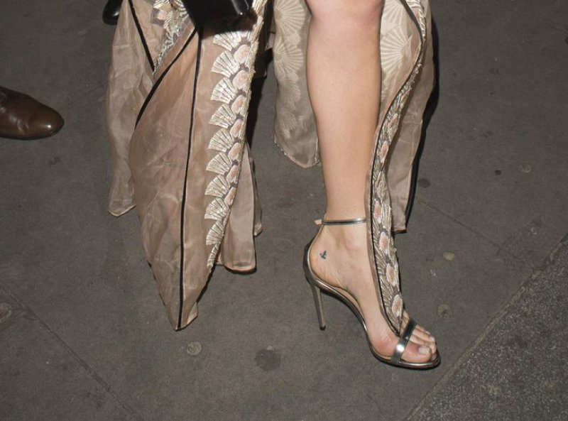 Margot Robbie Feet And Legs-23 Sexiest Celebrity Legs And Feet