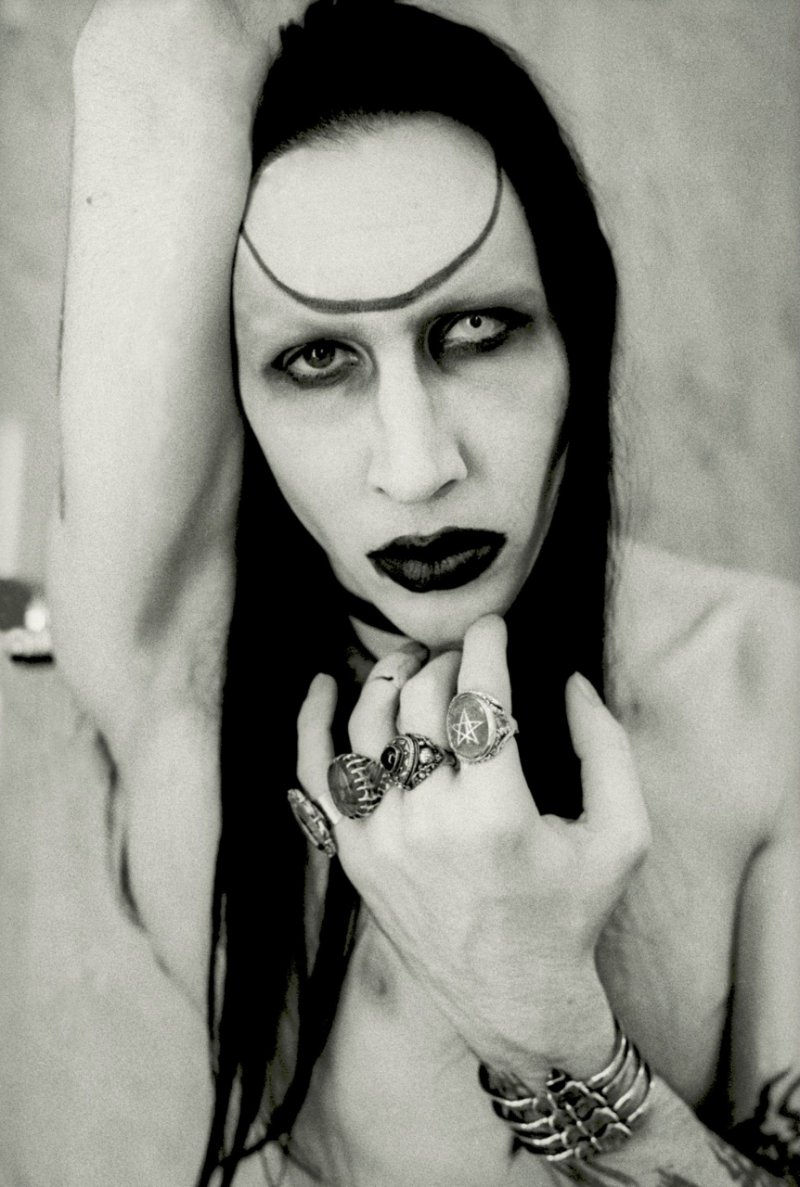 Marilyn Manson-12 Celebrities Who Have Foot Fetish
