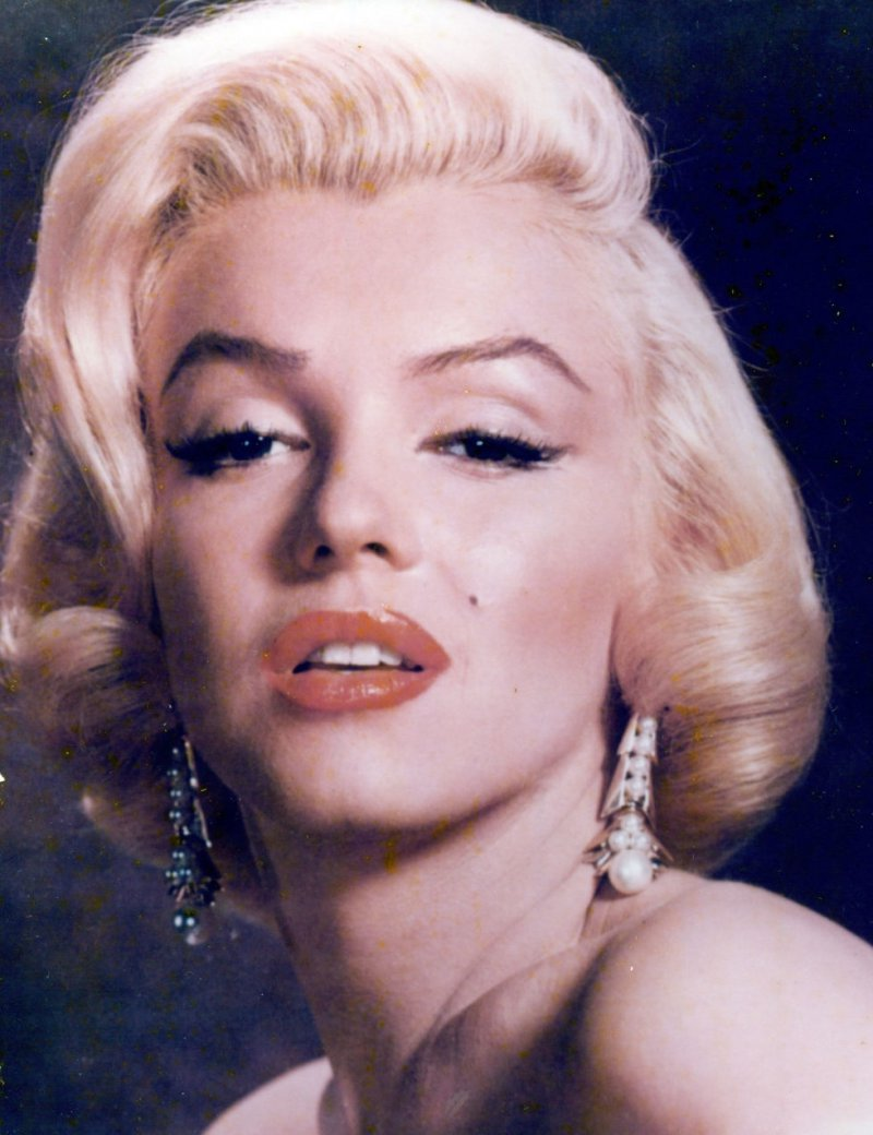 Marilyn Monroe-12 Famous Blondes In Hollywood