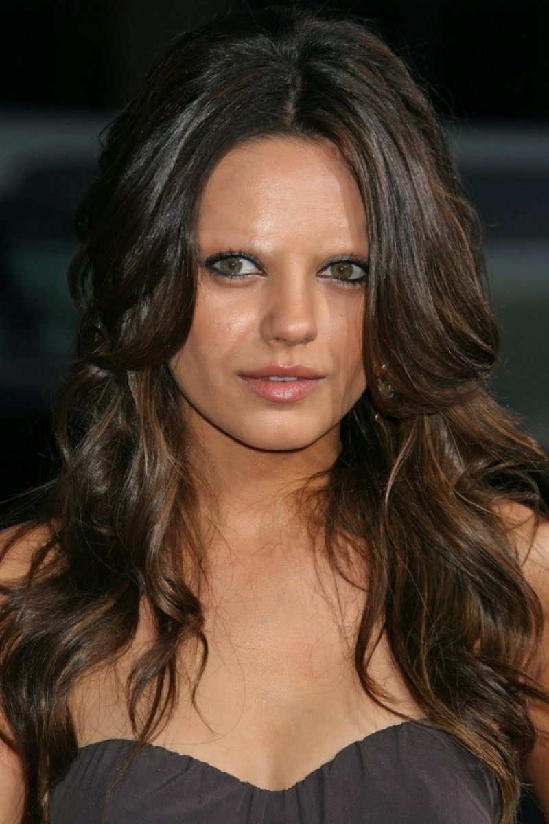 Mila Kunis-15 Celebrities Without Eyebrows You Never Seen Before