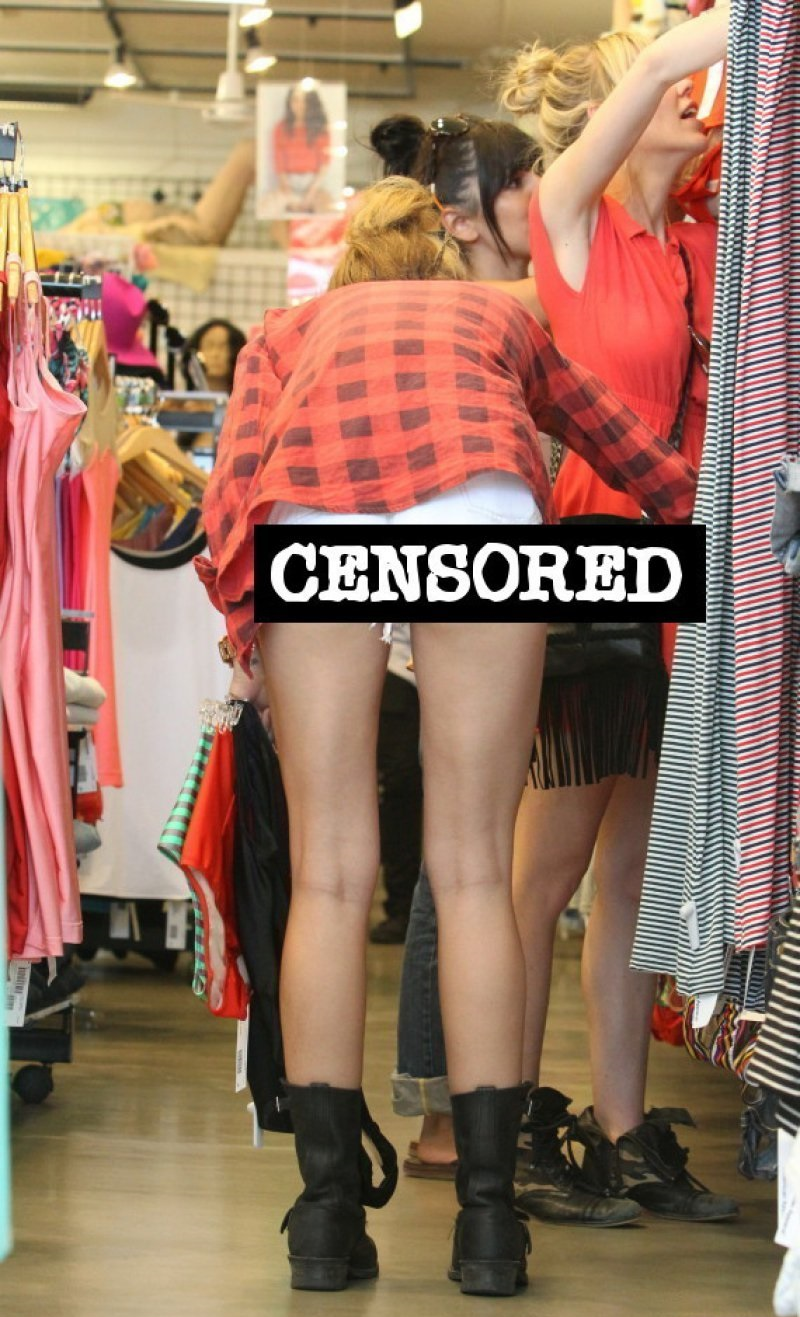 Miley's Cheeky Looks, oops!!-15 Images That Show Miley Cyrus Has Become Trashy