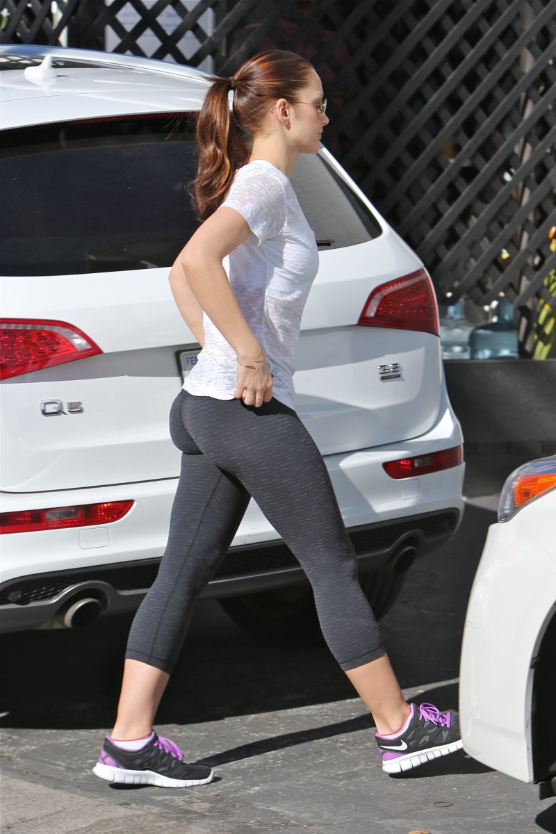 Minka Kelly-12 Big Booty Celebrities In Hollywood