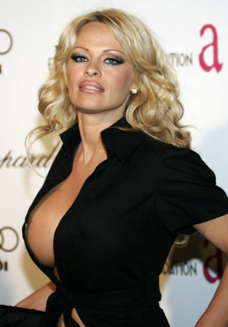 Pamela Anderson-12 Big Breasts Celebrities In Hollywood