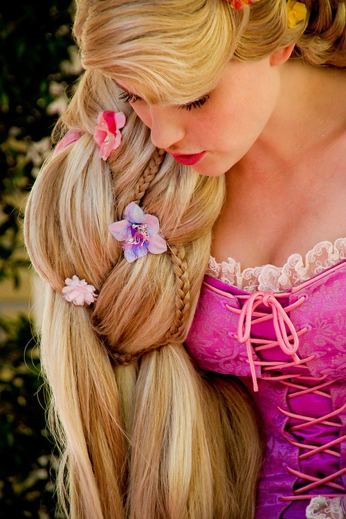 Rapunzel cosplay-15 Best Disney Cosplays You'll Ever See