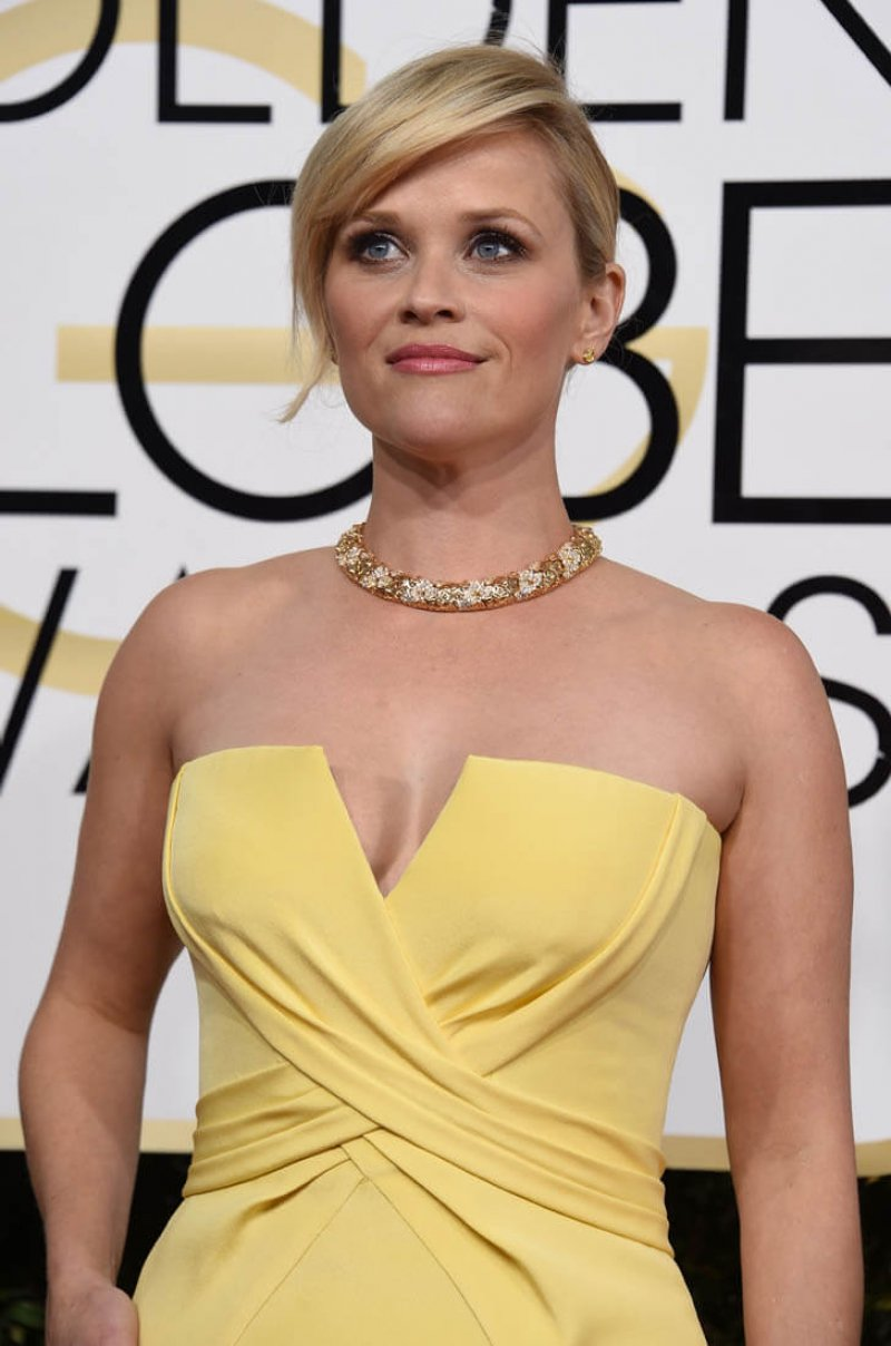 Reese Witherspoon-12 Sexiest Moms In Hollywood