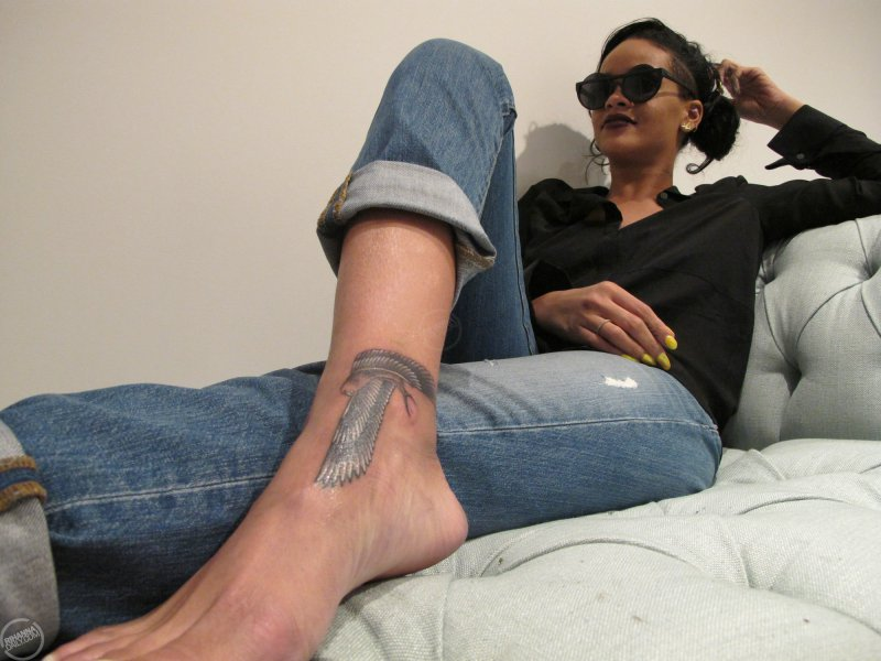 Rihanna's Feet And Legs-23 Sexiest Celebrity Legs And Feet