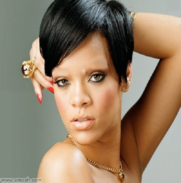 Rihanna-15 Celebrities Without Eyebrows You Never Seen Before