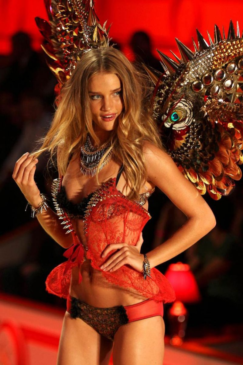 Rosie Huntington-Whiteley Nude Pics-Top 12 Fashion Models And Their Nude Pics