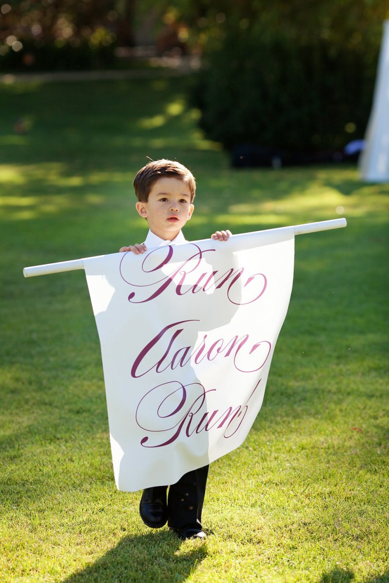 Run While You Still Can-12 Funniest Wedding Signs Ever Seen