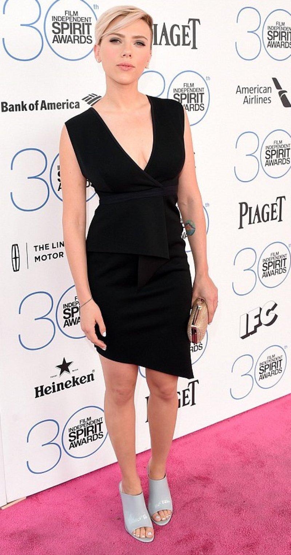 Scarlett Johansson Feet And Legs-23 Sexiest Celebrity Legs And Feet
