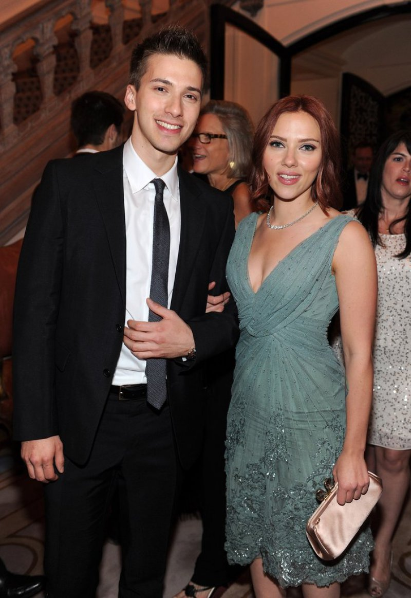 Scarlett Johansson-12 Celebrities You Didn't Know Had A Twin Sibling