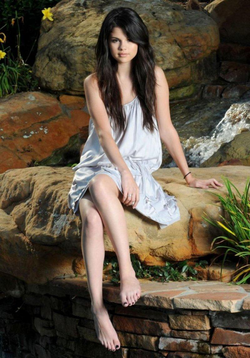Selena Gomezs Feet