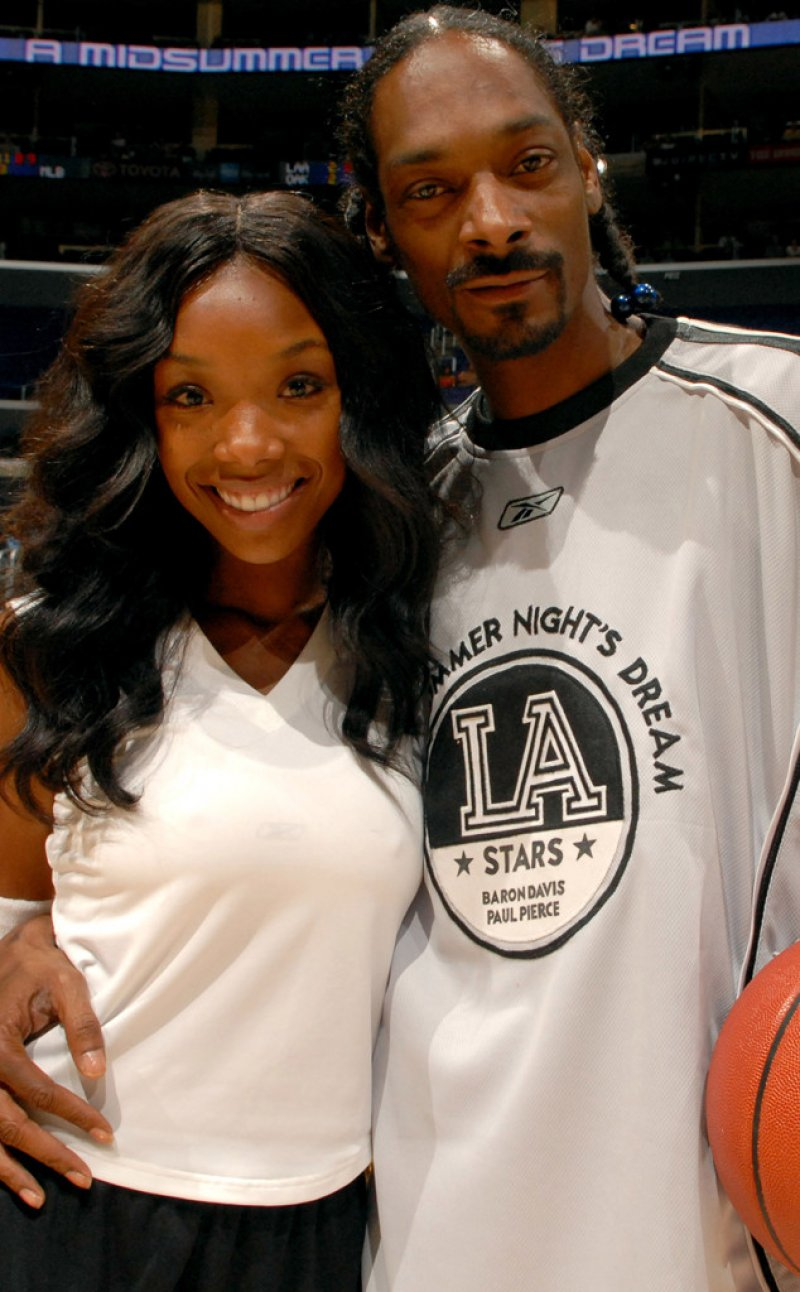 Snoop Dogg And Brandy-12 Celebrity Cousins You Probably Didn't Know About