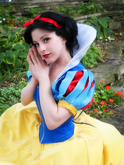 Snow white cosplay-15 Best Disney Cosplays You'll Ever See