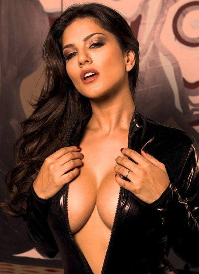 Sunny Leone-12 Hottest Pornstars To Follow On Instagram